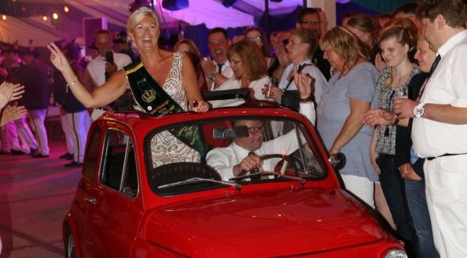 Auto im Zelt 2015