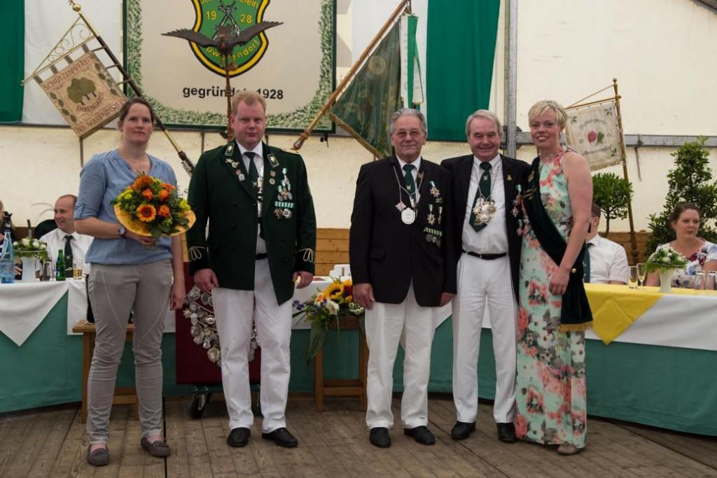 Astrid Zurwieden, geb. Vennecker, Bernd Kremann-Feidiker, Herbert Perk, Walter Altefrohne, Schüzenkönigin Annette Kremann-Feidiker (von links)